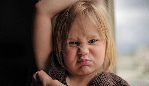 怒る 女の子